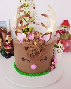 Christmas Themed Cake, Christmas Cake Decorations, Christmas Cupcakes, Holiday Cakes, Christmas Baking Gifts, Christmas Party Food, Christmas Sweets, Cookie Cake Designs, Reindeer Cakes
