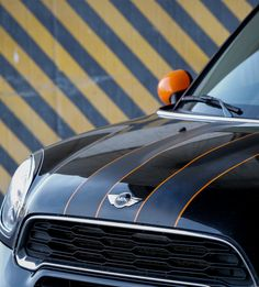 A stripe and body color combination is a deeply personal choice. Luckily, we have more than enough options to reflect your distinctive taste. Mini Cooper Stripes, Black Mini Cooper, Mini Cooper Custom, My Dream Car, Dream Cars, Mini Paceman, Cooper Countryman, Mini Coopers, Mini Photo