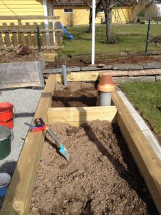 Everybody loves to build homes for the garden worms.. right? By placing a Worm Tower in your raised bed, you basically create a nice little …