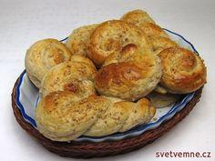 Oblíbené velikonoční pečivo - nabízíme recept s ořechy. Bagel, Sausage, Muffin, Bread, Breakfast, Dios, Food Food, Morning Coffee, Sausages