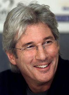 Richard Tiffany Gere (n. Filadelfia; 31 de agosto de 1949) es un actor y activista estadounidense. Ha sido galardonado con un premio Globo de Oro y con el Premio Donostia a su carrera otorgado por el Festival Internacional de Cine de San Sebastián