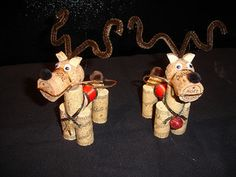 My mom made me a very similar wine cork reindeer this year . Wine and Ornament making . Wine Craft, Wine Cork Crafts, Wine Bottle Crafts, Wine Bottles, Christmas Projects, Holiday Crafts, Christmas Crafts, Christmas Ornaments, Reindeer Ornaments