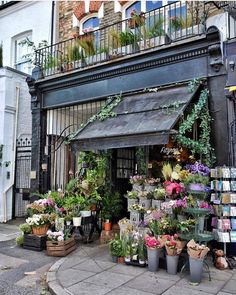 Parisian Store, Parisian Cafe, Shop Interior Design, E Design, Floral Design, Flowers For Sale, Shop Layout, Shop Fronts, Garden Shop