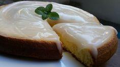 Torta esponjosa y super liviana de vainilla con un riquísimo baño de limón! Sin manteca, sin aceite y sin gluten!