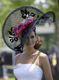 See the best and worst hats worn by this year's racegoers at Royal Ascot. via Royal Ascot 2010 Chapeaux Pour Kentucky Derby, Kentucky Derby Hats, Royal Ascot Hats, Crazy Hats, Lady, Fancy Hats, Big Hats, Church Hats, Wearing A Hat
