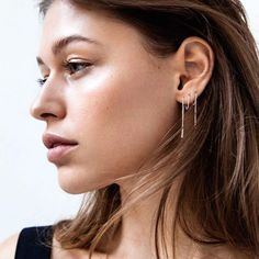 Did you know that if you have more than one piercing you can thread through your Spike Threader Earrings just like this? Yup!! Last night to take advantage of $6 Earrings. No codes required. Treat yo self now via link in bio 👆🏼#minimalistjewellery 📷 Pinterest •  •  •  #earrings #jewellery #jewelry #minimalist #sale #fashion #style #streetstyle #minimal #minimaljewelry #love #earcandy #instajewelry #accessories #sterlingsilverjewelry #fashionjewelry #inspo #fashioninspo #pi