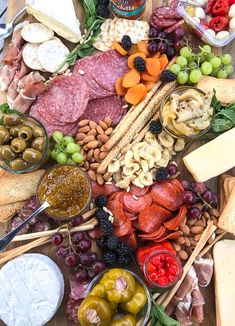 Skinnytaste - Meat and cheese boards are my go-to for super chill, no stress summer entertaining. You can load them up with all your favorite cheese, cured meats, fruit, nuts and spreads. Add some wine and baguettes and you have yourself a meal. Charcuterie Recipes, Charcuterie Platter, Charcuterie And Cheese Board, Cheese Boards, Recipes Appetizers And Snacks, Healthy Recipes, Yummy Appetizers, Cooking Recipes, Healthy Food