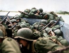 """American soldiers of the Infantry Division (""""The Rolling W"""") during Operation Plunder on March 26 1945 crossing the Rhine under heavy German fire in the region of Wellmich-Oberwesel. Pin by Paolo Marzioli American Uniform, American War, American Soldiers, The Big Red One, Military Shows, D Day Normandy, Landing Craft, Ww2 Photos, History Images"""