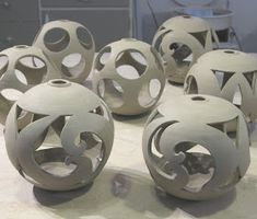 Ceramic Clay, Ceramic Pottery, Pottery Art, Ceramic Lantern, Ceramic Candle Holders, Pottery Lessons, Creation Art, Advanced Ceramics, Ceramic Techniques