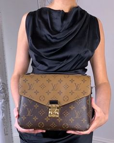 Lv Pochette Metis, Photography Bags, Winter Fashion Casual, Popular Bags, Monogram Styles, Cloth Bags, Luxury Bags, Fashion Bags, Louis Vuitton Monogram