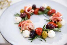 Tapas Christmas wreath – Powered by - food Tapas, I Love Food, Good Food, Yummy Food, Xmas Food, Snacks, Creative Food, Tasty Dishes, Food Inspiration