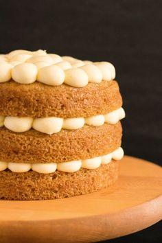 Vegan Victoria Sponge Layer Cake: layers of light vegan victoria sponge cake, filled with jam and topped with vegan vanilla buttercream. Recipe here! Vegan Victoria Sponge, Victoria Sponge Cake, Sponge Recipe, Sponge Cake Recipes, Gluten Free Baking, Vegan Baking, Victoria Cakes, Eclair Recipe, Layer Cake Recipes