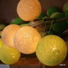 Lichterkette mit 20 Baumwollbällen in verschiedenen frühlingsgrünen Farben.