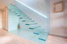 moderner Flur, Diele & Treppenhaus von Railing London Ltd - homify / Railing London Ltd