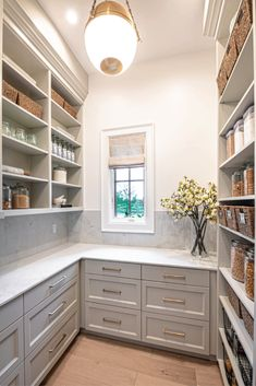 Farmhouse Kitchen Pantry Inspiration - Farmhouse Kitchen Pantry Inspiration The Best Farmhouse Pantry Inspiration – A huge collection of beautifully organized farmhouse pantries that are classic yet completely on-trend with modern farmhouse touches. Kitchen Pantry Design, New Kitchen, Kitchen Decor, Kitchen With Pantry, Kitchen Pantries, Walk In Pantry, Open Pantry, Kitchen Pantry Storage, Kitchen Cabinets