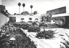 Patio interior, IMSS Hospital General de Zona 7 Carretera México - Oaxaca esq. Tulipanes, Cuautla, Morelos, México 1967   Arqs. Enrique del Moral y José Manuel Echávarri -  Interior courtyard, IMSS Hospital, Cuautla, Morelos, Mexico 1967