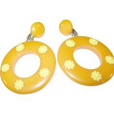 Vintage Bakelite Lg Hoop Earrings Daisy Pattern