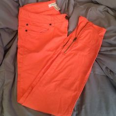 ☀️neon orange Capri pants Super cute neon orange Capri pants. Size 30, zippers on the bottom of pant legs. Worn very few times. Too big for me Forever 21 Pants Capris