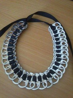 Collier bleu marine Plus Soda Tab Crafts, Can Tab Crafts, Aluminum Can Crafts, Tape Crafts, Wire Jewelry, Jewelry Crafts, Jewelery, Pop Top Crafts, Pop Tab Bracelet