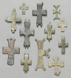 Византийские бронзовые кресты IX-XII вв.2.5 x 2.5 см.