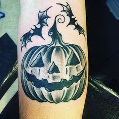 Thought I would share my jack-o'-lantern tattoo Spooky Tattoos, Horror Tattoos, Living Art Tattoo, Halloween Tattoo Flash, Pumpkin Tattoo, Lantern Tattoo, Picture Tattoos, Tattoo Pics, Tattoo Ideas