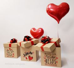 Bouquet Cadeau, Candy Bouquet, Valentine Treats, Be My Valentine, Creative Birthday Gifts, Diy Gift Box, Diy Crafts For Gifts, Baby Shower Balloons, Frame Crafts