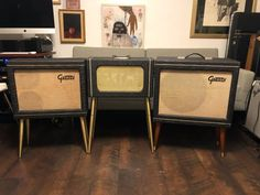 A gorgeous original example of one of the rarest guitar amps ever made - the 1962 Gretsch Stereo King. This is one of only four known to exist. Of the four known, all are different internally. Transformers, components, and even power tubes vary. As far as I know, mine is the only one to use 7027 ...