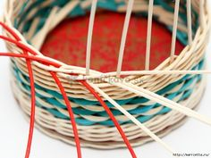 How to DIY Weave Cardboard Bottom Rattan Basket Willow Weaving, Basket Weaving, Paper Weaving, Rolled Paper, Rattan Basket, Baskets, Paper Basket, Hobbies And Crafts, Projects To Try