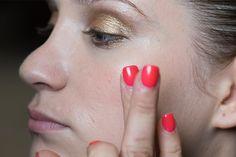 Sai applicare la crema viso nel modo corretto? Ecco come ottenere un effetto lifting