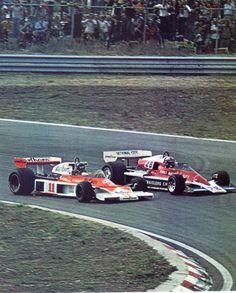 James Hunt (Marlboro-McLaren) & John Watson (Penske) Grand Prix d'Europe - Zandvoort 1976 - sport-auto octobre 1976