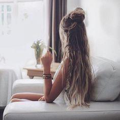 Hay cosas que solo puedes hacer con tu pelo... si lo tienes largo... Quieres unas extensiones?  #jamaslastoconadie #meduranmuuuchomas #quierolasmejores #mesientocomoda #nadielasvepuestas #lasreutilizosiquiero #sonunclasico #aguantanconfuerza #melaspongoamimanera #nomecomplico #looktemporal #quitaypon #extensiones #extensionesdecabello #porqueyolovalgo #naishair #hairextensions #wefthairextensions #tapehairextensions #extensionesdecabellonatural