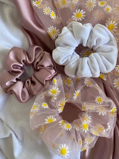 Diy Fabric Jewellery, Sewing Crafts, Sewing Projects, Diy Hair Scrunchies, Diy Xmas Gifts, Hair Rubber Bands, Head Jewelry, Handmade Hair Accessories, Handmade Toys