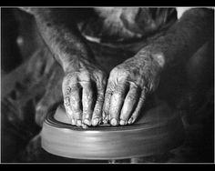 Μεγάλοι Φωτογράφοι – Κώστας Μπαλάφας. Ο φωτογράφος που απαθανάτισε το Ελληνικό παρελθόν | Consider... World War Two, Attitude, Black, World War Ii, Black People, Wwii