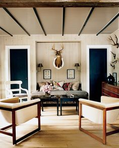 Modern Lodge style 16 - fake deer would be better Modern Lodge, Modern Rustic, Modern Country, Country Chic, Rustic Contemporary, Modern Man, Rustic Chic, Rustic Style, Modern Living