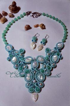 """Комплект """"Мечты о Мальдивах"""" выполнен в сутажной технике с использованием натуральных камней. Necklace Types, Necklace Set, Beaded Jewelry, Jewelry Necklaces, Soutache Necklace, Shibori, Beaded Embroidery, Jewelery, Jewelry Design"""