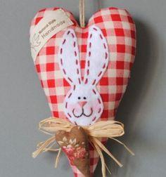DIY Lovely heart bunny Easter decor (free sewing pattern) // Szív alakú nyuszis húsvéti dekoráció textilből (szabásmintával) // Mindy - craft tutorial collection