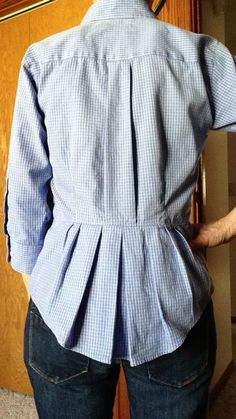 Another cool idea with men's cotton shirts: Refashioned men's XL dress shirt. Diy Clothing, Sewing Clothes, Clothing Patterns, Sewing Patterns, Remake Clothes, Redo Clothes, Sewing Shirts, Sewing Hacks, Sewing Projects