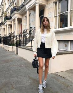 Street-style style ideas for wear sneakers with summer long dresses. Spring Summer Fashion, Spring Outfits, Autumn Fashion, Summer Outfit, Simple Outfits, Casual Outfits, Zapatillas New Balance, Sneakers Fashion Outfits, Girls Sneakers