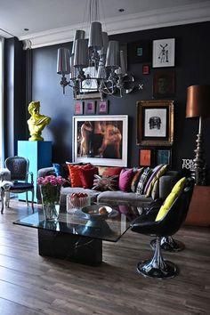 pops of color - J'aime le buste classique revisité façon pop art et les moulures au plafond