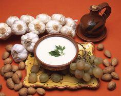 """El ajoblanco, sopa fría típica del verano andaluz, tiene nombre propio en Almáchar (Málaga) / The """"ajoblanco"""" (garlic soup), cold soup typical of Andalusian summer, is very important in Almáchar (Málaga)"""
