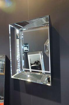 SZKLO-LUX Jaroslaw Fronczak   SPIEGEL Mi-05 - Die Spiegel gelten seit Jahren als ein hochgeschätztes Element der Innenausstattung, sie heben das Aussehen von Badezimmern hervor, geben jedem Raum eine ganz individuelle Note und schaffen eine einzigartige Stimmung. Die Firma Szkło-Lux bietet eine umfangreiche Auswahl an Wandspiegeln mit einer innerhalb von Spiegel befindlichen Gravur, die in der 3D-Technologie im Glas lasergraviert ist. 3d Laser, Wall Mirrors, Interior Decorating, Inspiration, Glass, Furniture, Home Decor, Technology, Interior Home Decoration