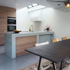 Islas de Cocina con Azulejos Beach House Kitchens, Home Kitchens, Interior Exterior, Interior Design, 3d Tiles, Kitchen Tiles, Table, Furniture, Home Decor
