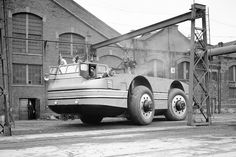 Chicago's Armour Institute of Technology designed and built a massive new vehicle intended for use in Antarctic exploration. The Antarctic Snow Cruiser measured 55 feet long, weighed more than 37 tons; October 1939 [[MORE]] Source and more info Chicago, America Snow, Essay Contests, Boston Public Library, Exploration, Expedition Vehicle, Technology Design, Automotive News, Photo Essay