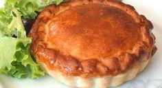 Une des grandes spécialités culinaires de la ville de Sète, la tielle est une délicieuse tourte garnie d'une farce traditionnellement composée de poulpes ...