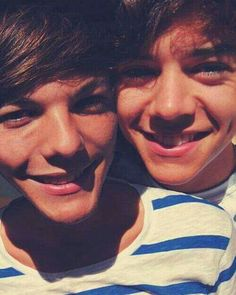 Harry Styles and louis Tomlinson Larry Stylinson - One Direction - Love Louis Y Harry, Louis Tomlinsom, Harry 1d, Larry Stylinson, One Direction Pictures, I Love One Direction, Liam Payne, Hue, Larry Shippers