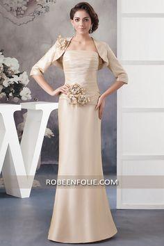 Robe de mère de soirée en taffetas champagne bustier plissé avec un boléro assorti manche longue 3/4, #robe_soirée #robe_champagne #robe_taffetas #champagne