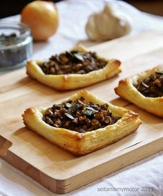 easy vegan puff pastry sheets filled with mushrooms. (skipped the pepita cream and use water and cornstarch instead)
