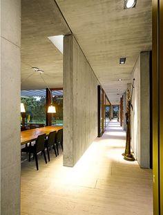 Hängende Sichtblende aus Beton