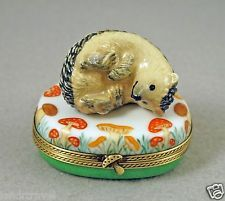 NEW HAND PAINTED FRENCH LIMOGES BOX CUTE HEDGEHOG RESTING ON MUSHROOMS BOX