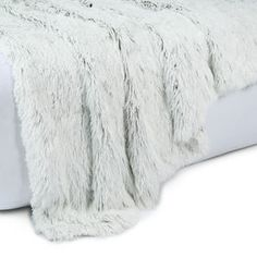 Izzy Throw - White Preteen Bedroom, Kids Bedroom, Summer Bedroom, Grey Lounge, Faux Fur Throw, Home Entertainment, Friends In Love, Girl Room, House